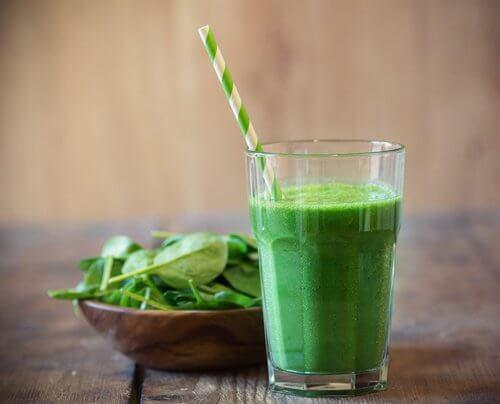 Zdrowe zielone koktajle – naucz się robić pożywne smoothie