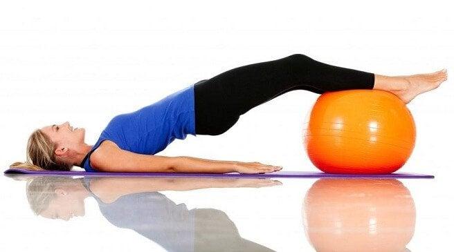 Piłka do pilatesu i ćwiczenia