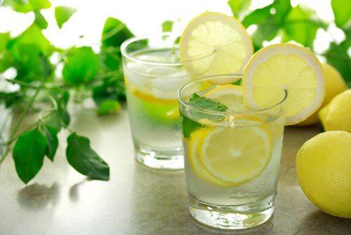 Cytryna z wodą