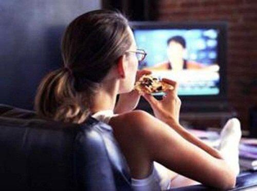 Jedzenie przed telewizorem