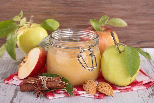Mus jabłkowy w słoiku