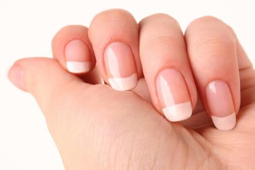 Odżywione paznokcie