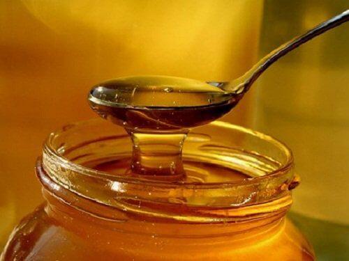 Łyżeczka czystego miodu pszczelego na półpasiec