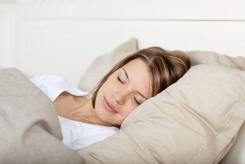 twarde poduszki utrudniają chrapanie