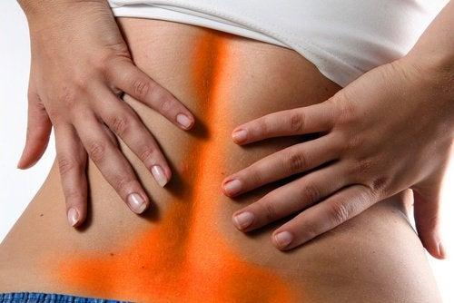 Bóle w dole pleców? 4 możliwe powody