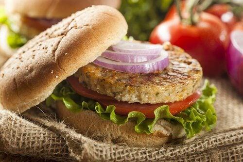 Zdrowe hamburgery z soczewicą i komosą ryżową