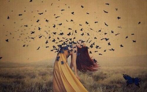 Kobieta niebieskie motyle