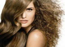 Kręcone włosy - proste włosy