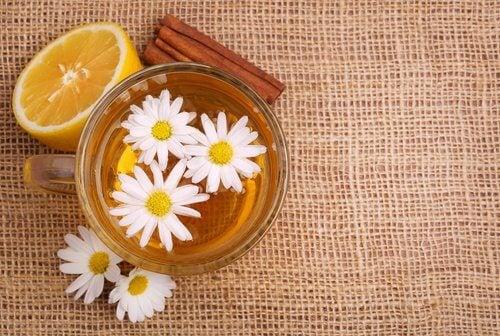 Napar z rumianku i cynamonu
