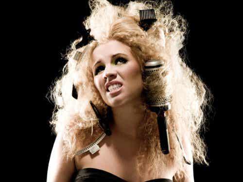 Poznaj naturalne sposoby na puszące się włosy!