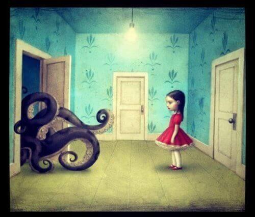 ośmiornica wychodząca z drzwi