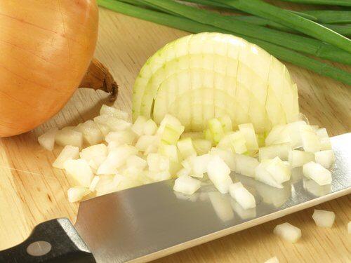 Wpływ cebuli na nasz organizm: 11 przykładów