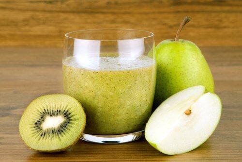 Koktajl z owocu kiwi