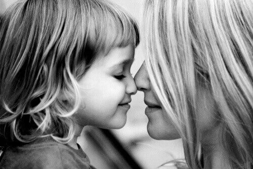 Miłość okazywana dziecku pomaga pokonywać lęki