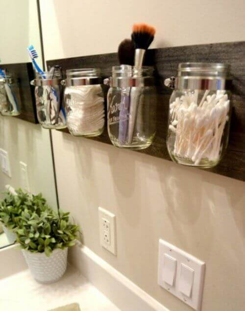 Organizery ze słoików, urządzanie łazienka
