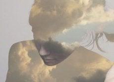 Układ chmur w kształcie osoby