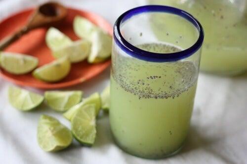 Woda z cytryną i nasionami chia