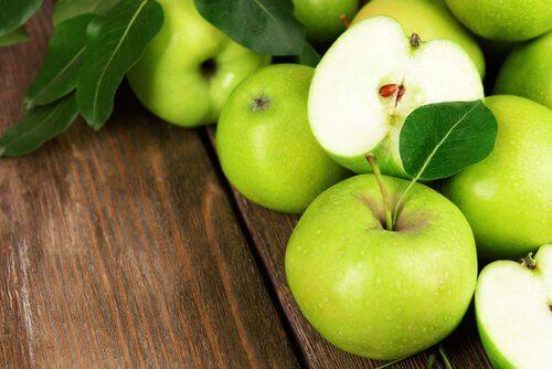 Zielone jabłka na pasożyty