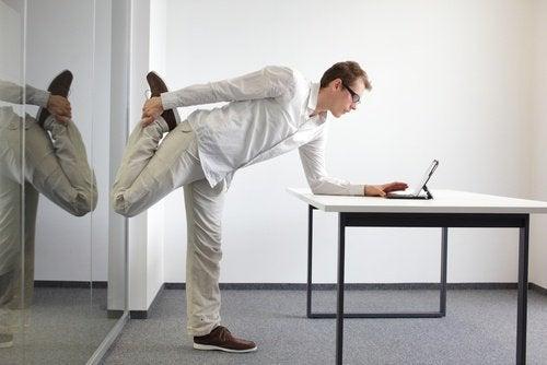 Ćwiczenie relaksujące stopy