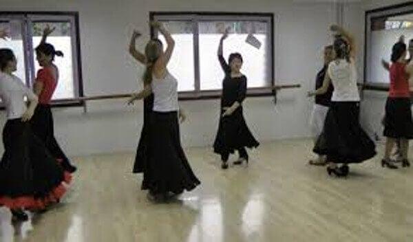 kobiety tańczą flamenco