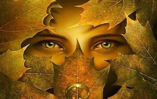 Oczy w jesiennych liściach