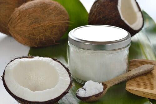 olejek kokosowy w słoiku