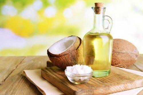 olej kokosowy w butelce