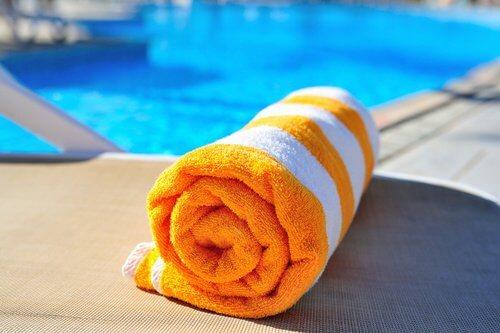 Ręcznik zwinięty w rolkę