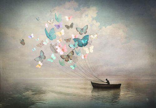 Człowiek na łódce z latawcami