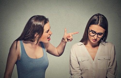 Dwie dziewczyny - toksyczne osoby