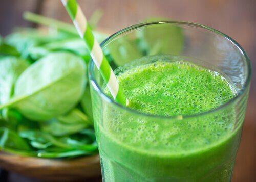 Naturalny zielony koktajl
