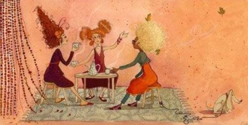 Kobiety plotkują kawa