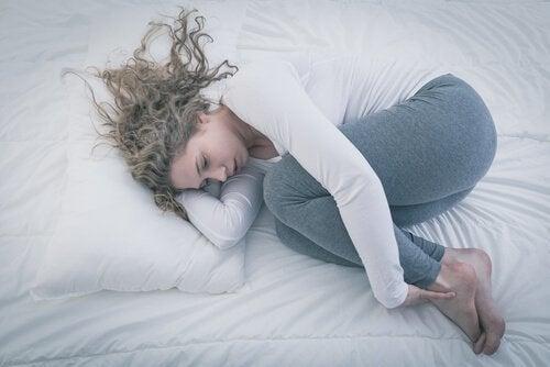 Smutna kobieta - syndrom pustego gniazda