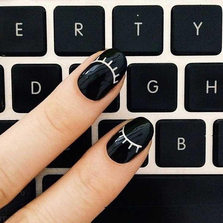 Oryginalne paznokcie na klawiaturze