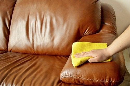 Czyszczenie kanapy