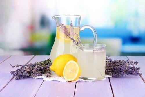 Lemoniada lawendowa