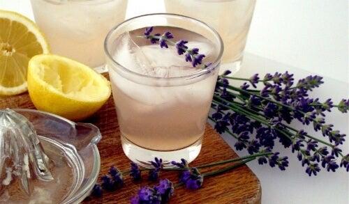 Lemoniada lawendowa na ból głowy