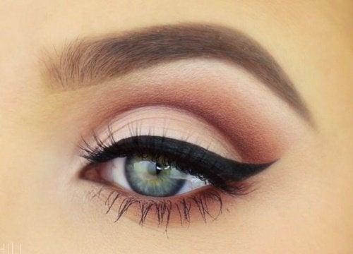 Pomalowane oko.