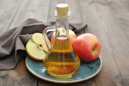 Butelka octu jabłkowego