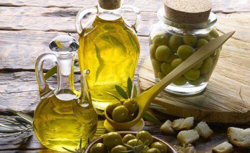 Buteleczki oliwy z oliwek i tłuszcz roślinny