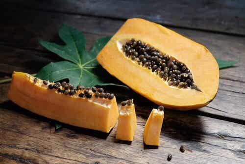 Wzdęcia i gazy? Pomoże aloes i papaja.