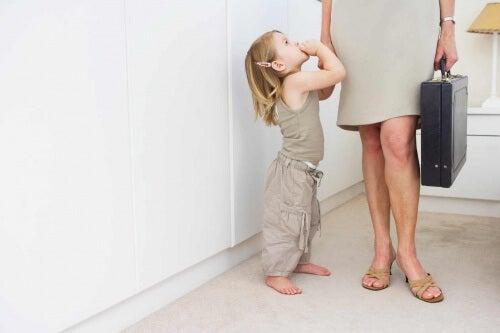 Pracująca matka i dziecko