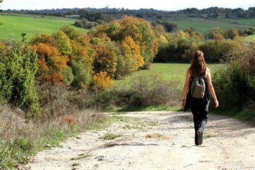 Kobieta wśród natury