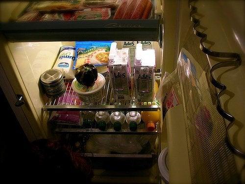 Wyeliminuj nieprzyjemne zapachy z lodówki