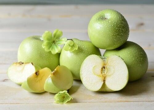 Zielone jabłka na nawadniający sok