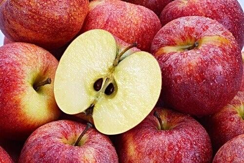 Jabłko i pestki