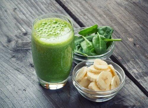 Zielone smoothie ze szpinaku i banana