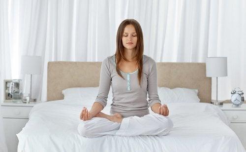 Medytacja na łóżku
