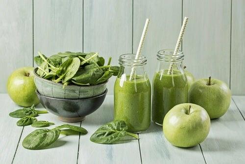 Zielony sok, jabłko, szpinak
