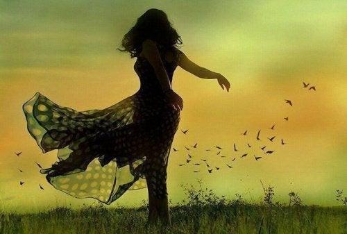 Kobieta potrafiąca żyć pełnią życia